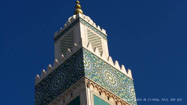 塔尖上的繪畫和雕刻很具有阿拉伯風格圖片